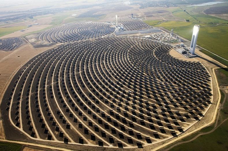 The Solar Power Towers Of Seville Spain The Highlanders